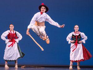 Takie wprost baletowe popisy tancerzy zachwycały widzów Fot. Marian Paluszkiewicz