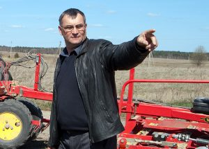 Rolnik Antonij Jundo uprawia ponad 2 tys. hektarów ziemi w rej. święciańskim Fot. Marian Paluszkiewicz