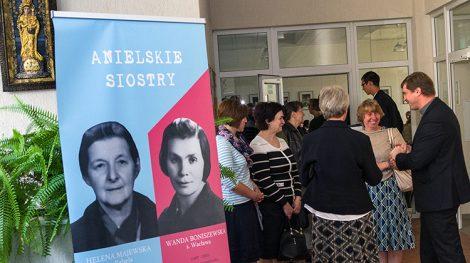 Podczas przerwy dyskusjach na temat Sióstr od Aniołów Wandy Boniszewskiej (od lewej) i Heleny Majewskiej, które wkrótce będą wyniesione na ołtarze Fot. Marian Paluszkiewicz