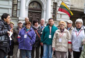 Goście z Polski w ramach obchodów Dnia Ponarskiego odwiedzili wileńskie Muzeum Ofiar Ludobójstwa Fot. Marian Paluszkiewicz