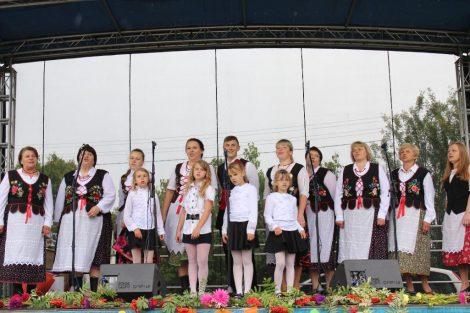 Barwny koncert, dary jesieni, zabawy i tańce – tak gminne dożynki zorganizowały Zujuny