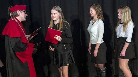 Najważniejsza część każdej inauguracji nowego roku akademickiego ― immatrykulacja studentów, czyli uroczyste zaliczenie w poczet studentów wyższej uczelni  Fot. Marian Paluszkiewicz