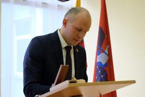 Rada samorządu rejonu wileńskiego na stanowisko wicemera rejonu wybrała Roberta Komarowskiego   Fot.vrsa.lt