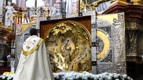 """Do 21 listopada w kościele pw. Ducha Świętego będzie się znajd ołtarz """"Światło Pokoju Pojednania"""" ze Światowych Dni Młodzieży w Krakowie Fot. Marian Paluszkiewicz"""