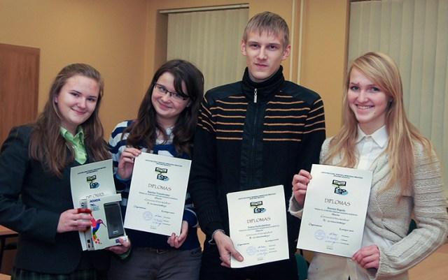 Uczniowie polskich szkół co roku zmagają się również o tytuł mistrza dyktanda z litewskiego. Na zdjęciu — zwycięzcy konkursu Fot. Marian Paluszkiewicz
