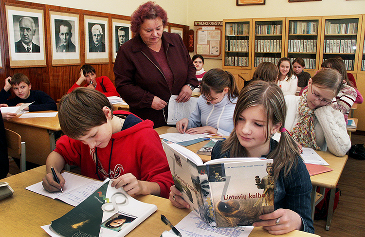 The Parliament battles for two amendments to the Act on the Education System have begun