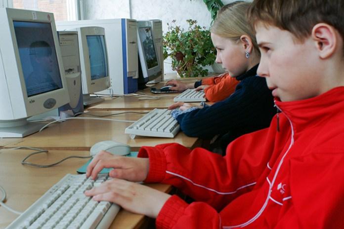 Do szkół dotrą laptopy i tablety, matura przeniesiona