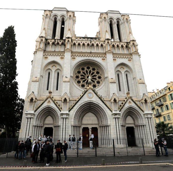 """Echa zabójstwa w Nicei i napaści w Dżuddzie: """"Francja jest celem ataków"""""""
