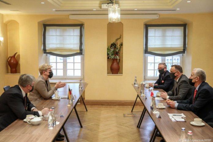 Andrzej Duda spotkał się z kandydatką na premiera Ingridą Šimonytė