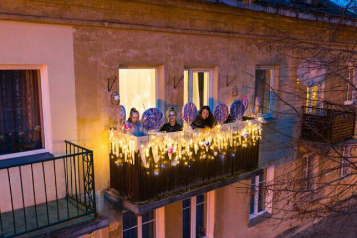 Świąteczny balkon w Wilnie