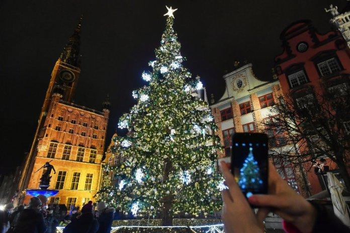Polska od 28 grudnia wprowadza kwarantannę narodową — w Sylwestra zakaz przemieszczania się