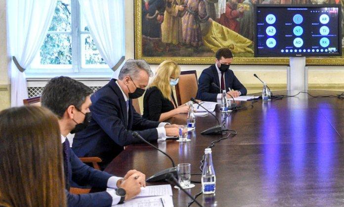 Prezydent Litwy Gitanas Nausėda podczas posiedzenia rady eksperckiej.