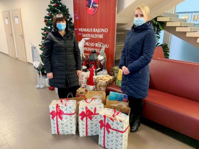 Dzielmy się dobrocią i troską: placówkom opieki społecznej i opiekuńczym przekazano prezenty bożonarodzeniowe