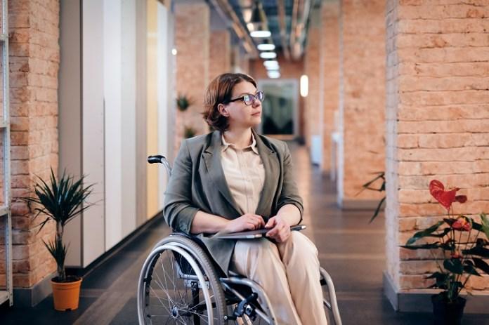 Konieczne jest przystosowanie budynków do potrzeb osób z niepełnosprawnościami