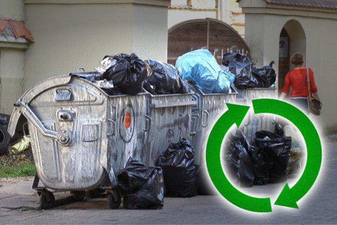 Znak recyklingu na tle brudnych śmietników w Wilnie z zamierzchłych lat.