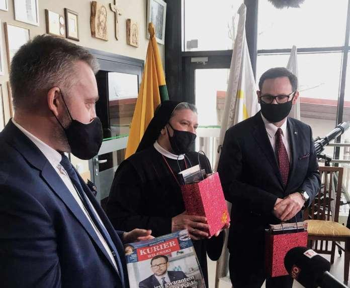 Prezes Orlenu Daniel Obajtek odwiedził wileńskie hospicjum i DKP