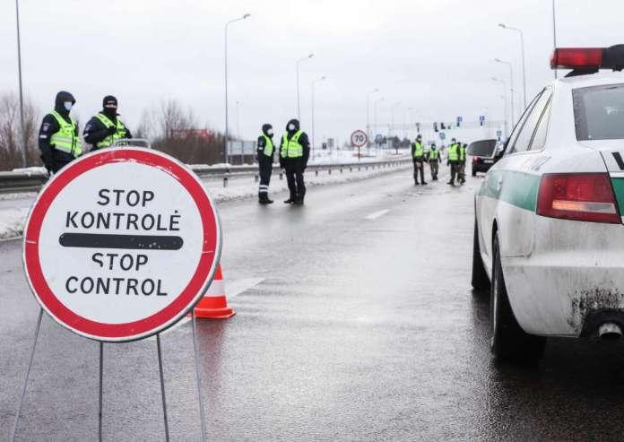 W weekend policja zawróciła prawie tysiąc aut, 393 osoby ukarane