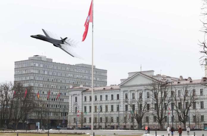 Amerykański bombowiec strategiczny w polskiej eskorcie przeleciał nad Wilnem, Tallinem i Rygą