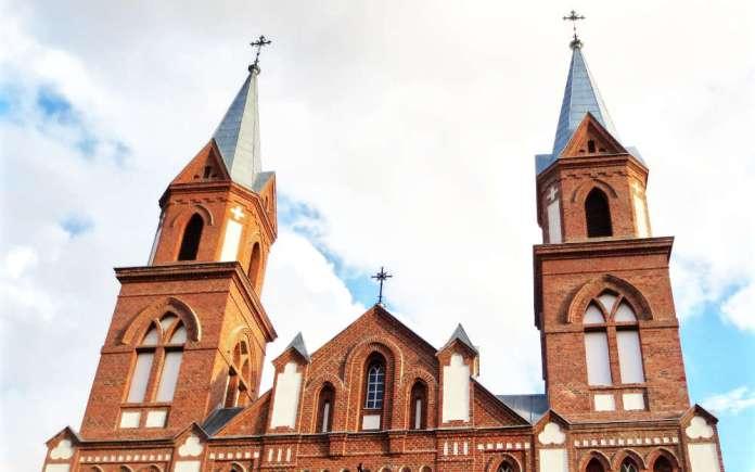 Od niedzieli msze święte z udziałem wiernych. Litewskie kościoły wracają do życia