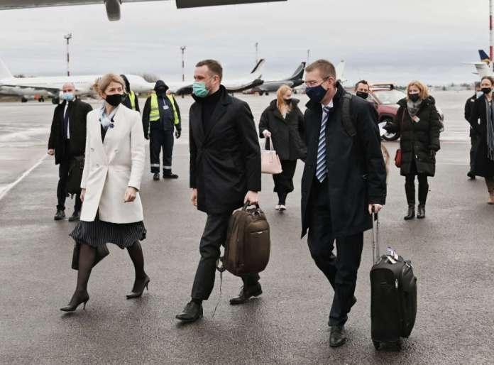 """Ministrowie spraw zagranicznych Litwy, Łotwy i Estonii pojechali do Kijowa. """"Wsparcie dla Ukrainy w obliczu napięcia"""""""