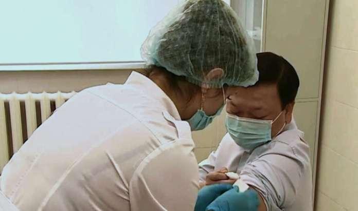 Kazachstan przedstawił własną szczepionkę na koronawirusa, QazVac
