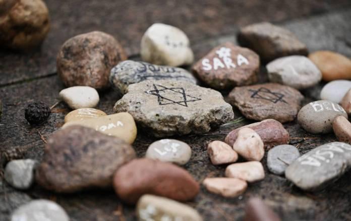 """Obchody 80. rocznicy Holokaustu w Gorżdach. Pierwszy marsz """"Drogi Pamięci"""""""