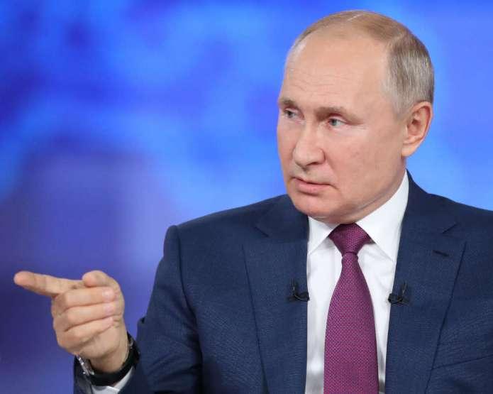 """Putin zaleca szczepić, ale nie przymusowo. """"Trzeba słuchać się specjalistów, a nie plotek"""""""