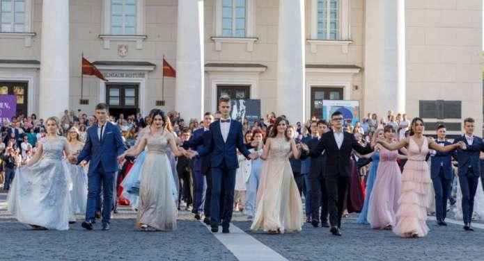 Polscy maturzyści zatańczą na placu Katedralnym — do poloneza ruszy 110 par