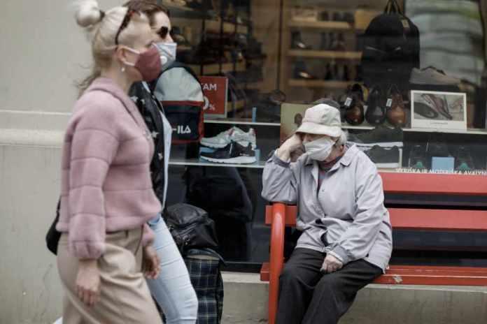 """Trudne życie seniorów w pandemii. """"Było ciężko, a teraz dla niektórych to nie życie, a wegetacja"""""""