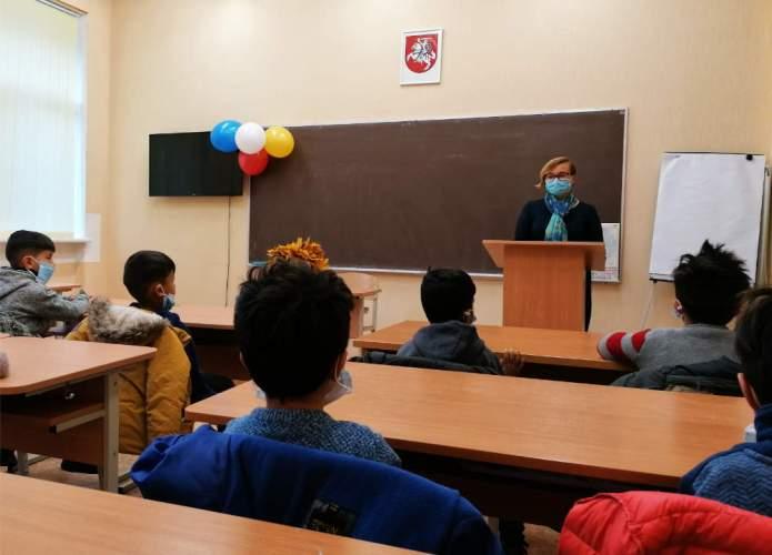 Dzieci migrantów rozpoczynają naukę. Przygotowano 40 nauczycieli