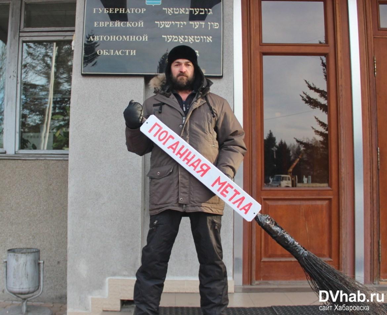 Кузнец Гиви показал, что ему плевать на русский язык