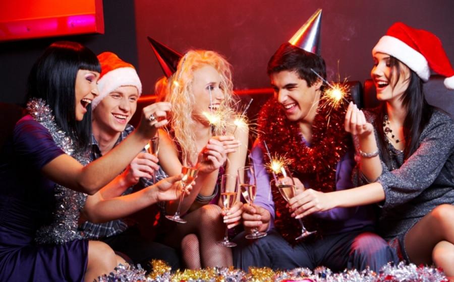 Россияне меньше ходили по гостям на новогодних каникулах-ВЦИОМ