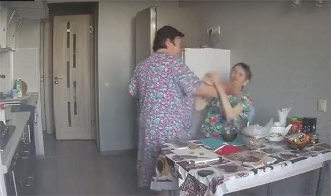 «Сиделка из Гестапо»: в Ельце 57-летняя сиделка измывалась над пожилой подопечной (ВИДЕО)