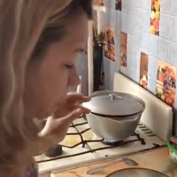Иришка чики-пики раскритиковала рецепт плова Безумного Паши и предложила свой вариант (ВИДЕО 18+)