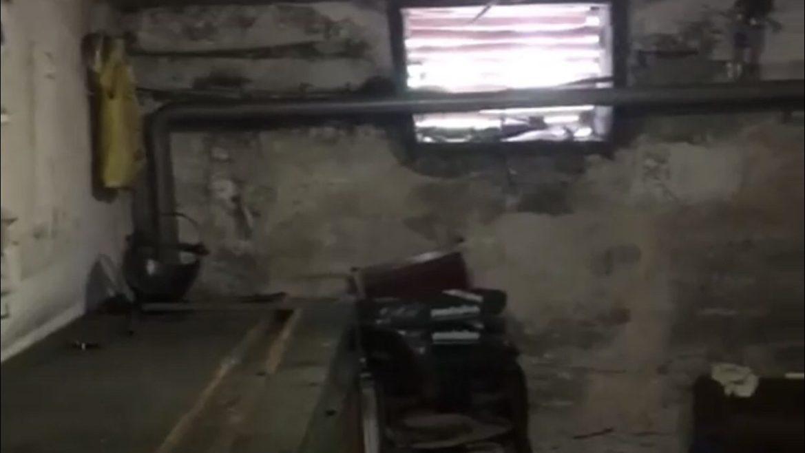 В Биробиджане жильцы обнаружили в подвале своего дома мастерскую, где варят металлические конструкции (ВИДЕО)