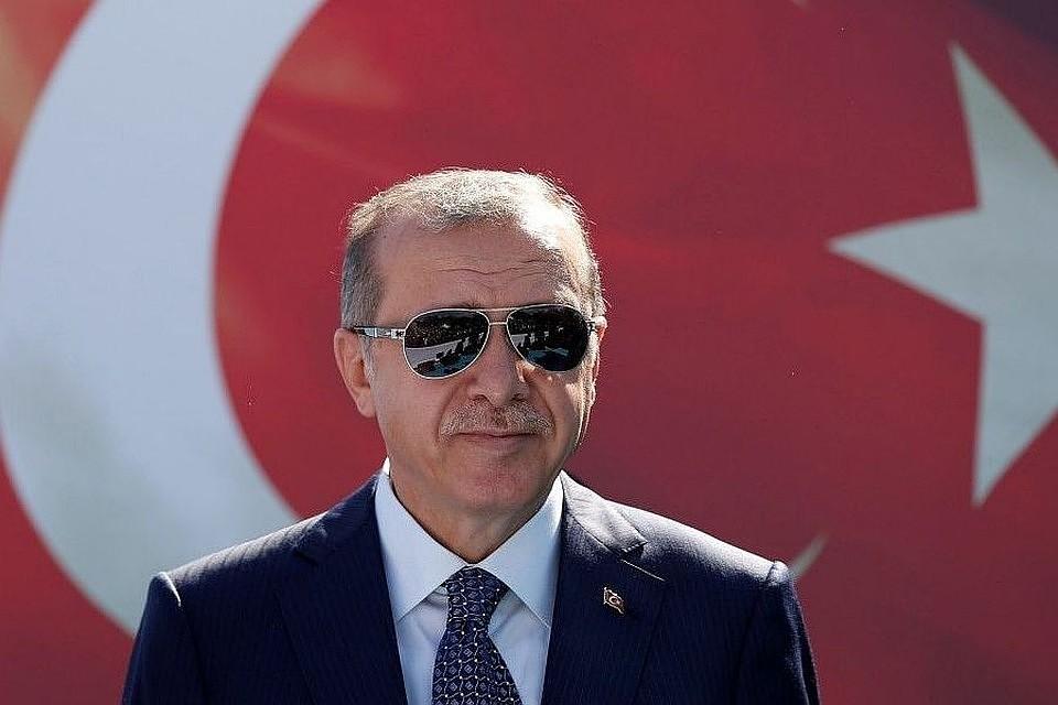 В Сети говорят, что в понедельник умер президент Турции Эрдоган. Это правда?