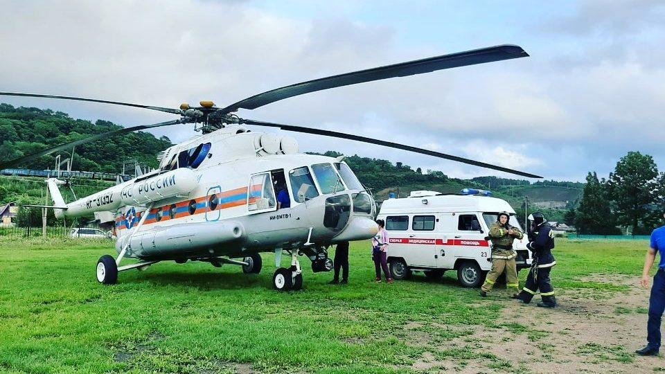 Тяжелобольного  малыша эвакуировали вертолетом санавиации из Облученского района