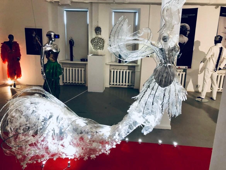 Московский ЦСИ «М'АРС» экспонирует инновационный костюм XXI века