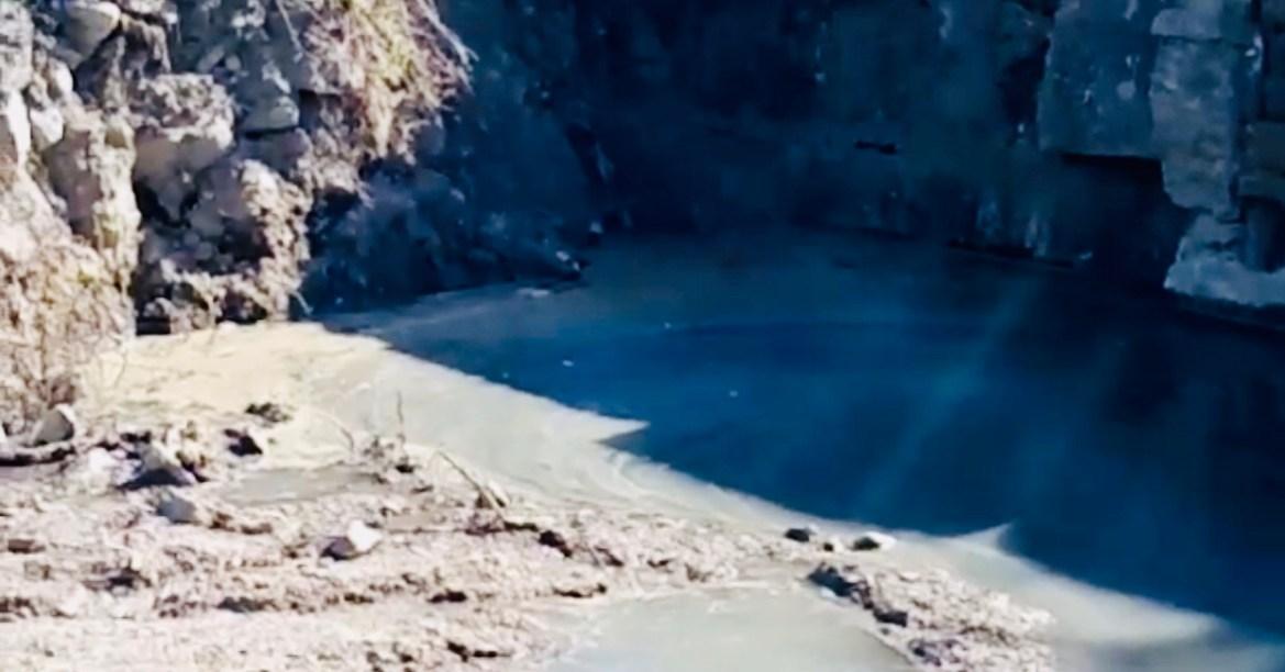 В мэрии Биробиджана объяснили, почему на берегу Биры бьют «фекальные гейзеры»