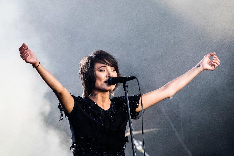 В сеть утекли две новые песни Земфиры «Abuse» и «Goodbye».Она их исполнила живьем в Дубае (LIVE)