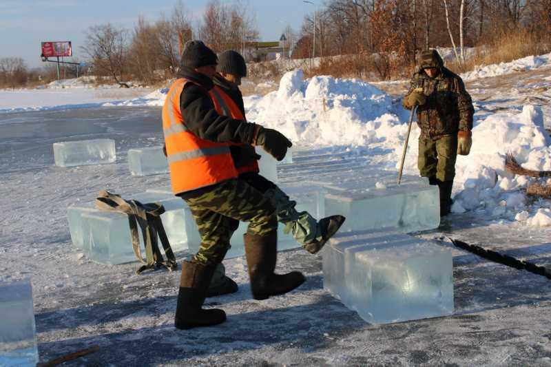 «Кубики» льда не для коктейлей начали заготавливать в Биробиджане