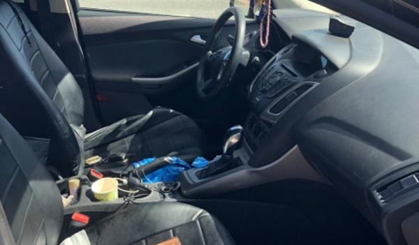 Молодой человек катал героин под сиденьем авто по улице Шолом-Алейхема