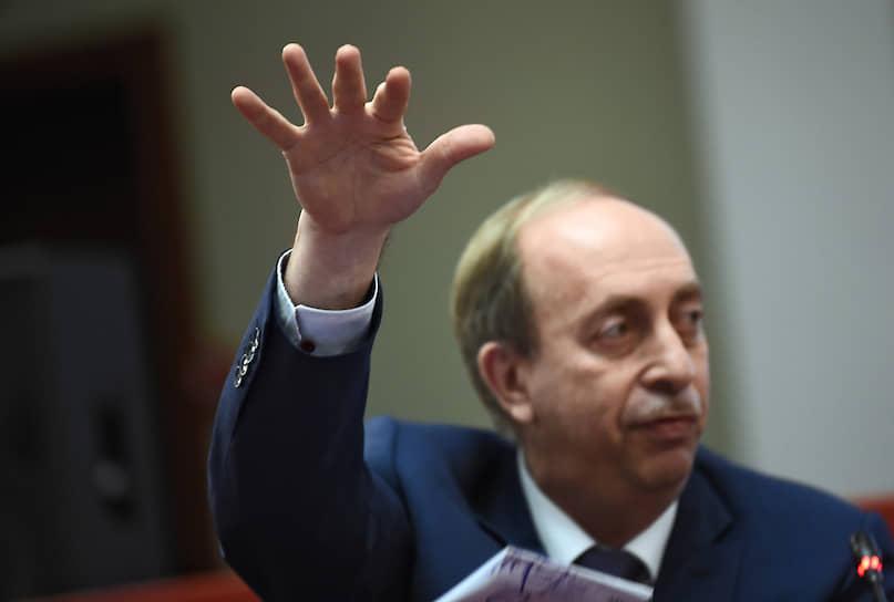 Александр Левинталь кокетливо намекает, что работать после отставки он будет в Москве
