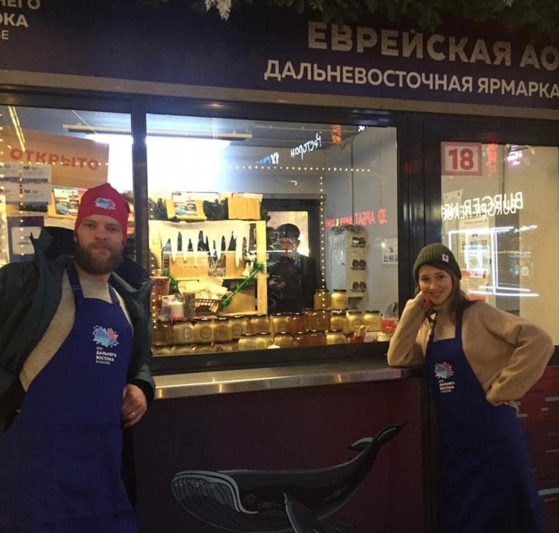 В сердце Нового Арбата в Москве семейная пасека BeeDzen из ЕАО представляет дальневосточный мёд