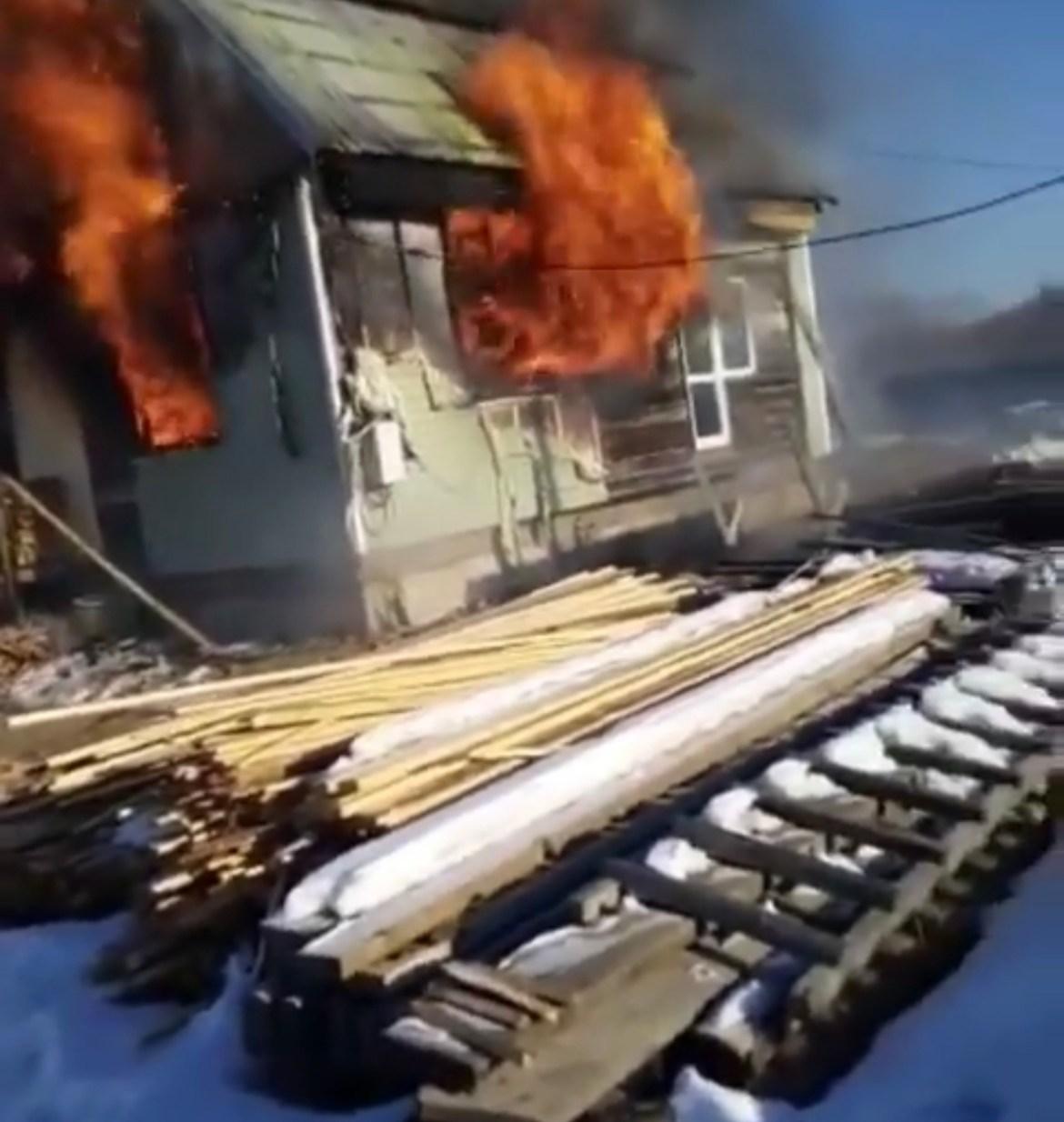 Вышла из дома за хлебом, а вернулась на пожар жительница ЕАО