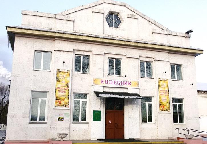 В Биробиджане отменили культурно-массовые мероприятия из-за роста заболеваемости ОРВИ и гриппом. Но театр кукол «Кудесник» не собирается отменять свои представления🥵