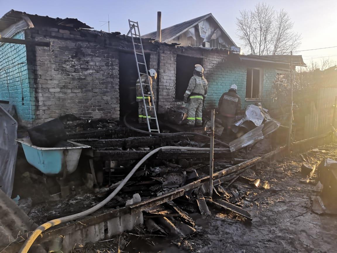 «На волоске»: в Ленинском районе ЕАО муж, жена и собака чудом пережили взрыв газового баллона