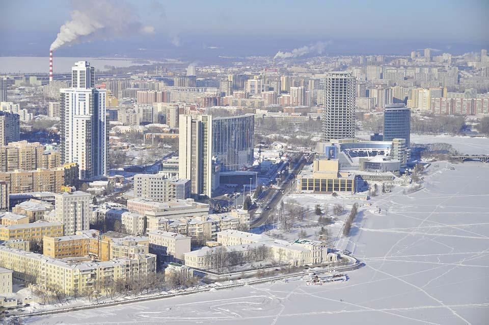 В Екатеринбурге горожане стали чаще вытаптывать фаллосы на замерзшем пруду (ФОТО, 18+)