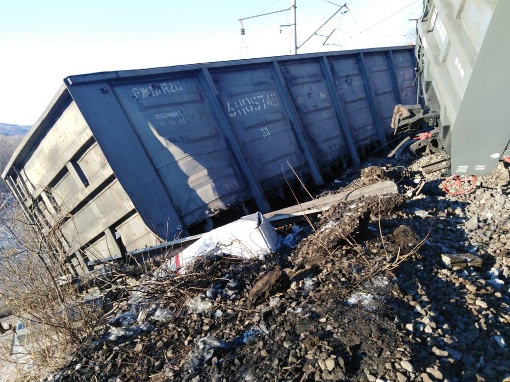 Железнодорожники делают всё возможное для восстановления движения по Транссибу после схода вагонов с углём на участке Архара – Известковое