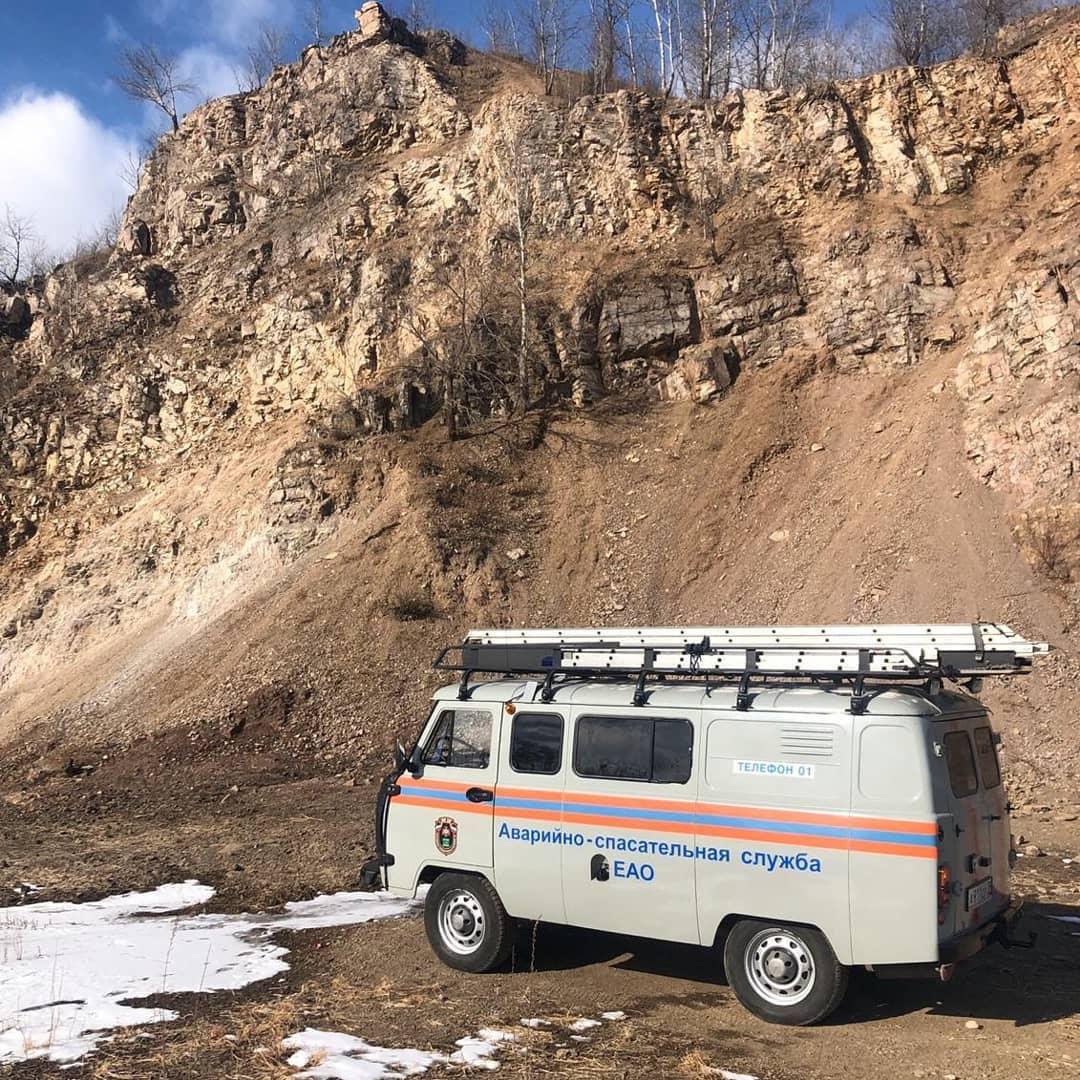 Биробиджанские спасатели сняли подростка с отвесной стороны сопки